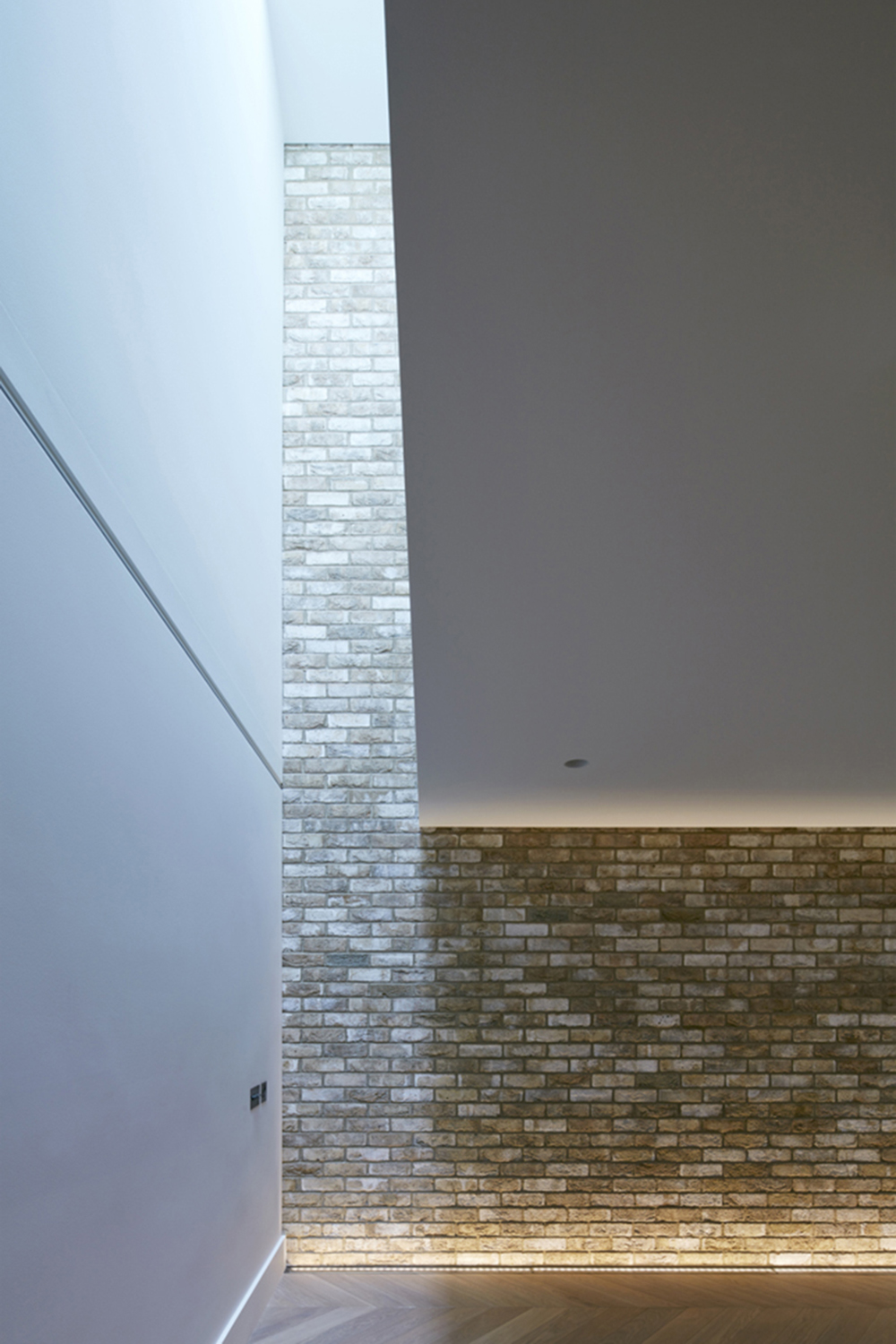 Hidden House Chelsea Knightsbridge LTS Architects - detail view brickwork lighting